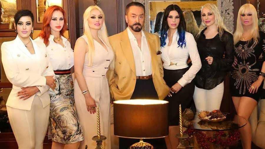 Türk yargıç, üst düzey İslami organın şikayeti üzerine kendilerini peygamber  ilan edenlerin web sitelerini engelledi