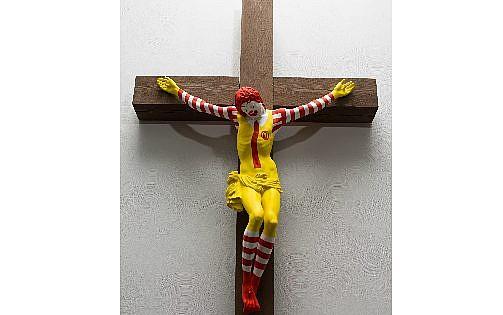 Ronald McDonald'yi İsa'nın İsrail'de şiddetli protestolara yol açtığı şekilde gösteren resim