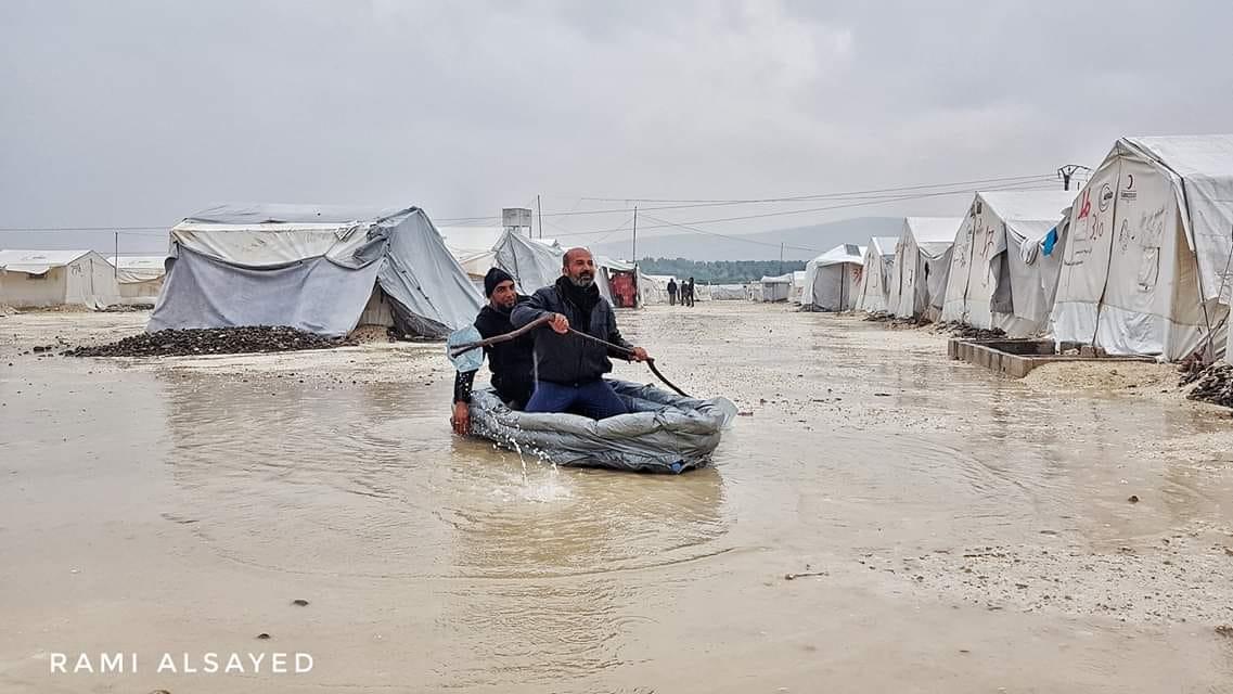 Mülteci kamplarını vuran sel yüzünden binlerce Suriyeli çocuk risk altında