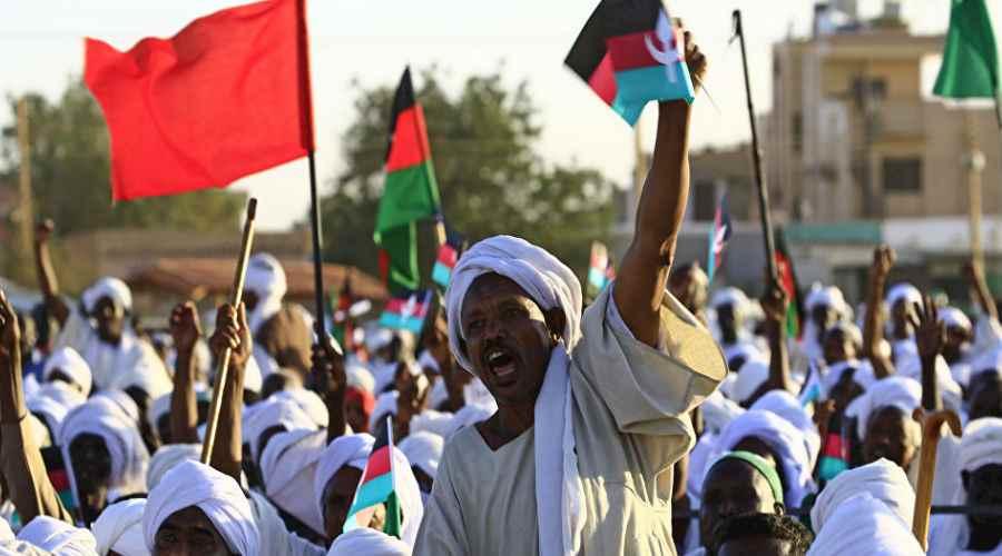 Bashir meydan okuduğu için Sudan protestoları yükseliyor