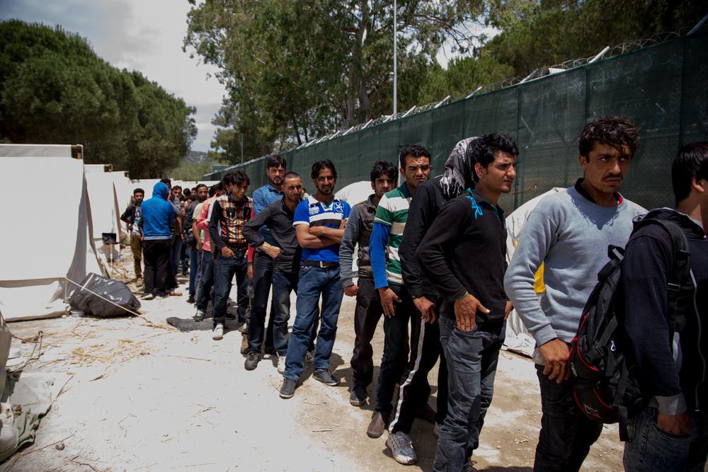 Hak grubu Yunanistan'daki göçmenlere 'insanlık dışı' muamele uyguladı