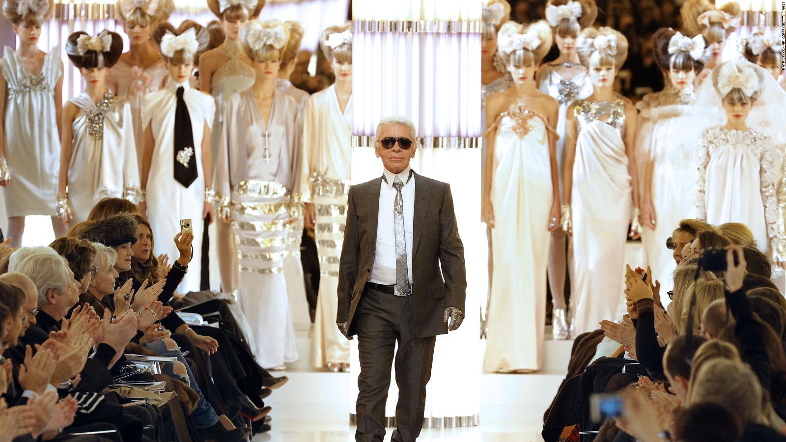 O sadece Chanel'in kurtarıcısı değildi. Karl Lagerfeld modayı yeniden tanımladı