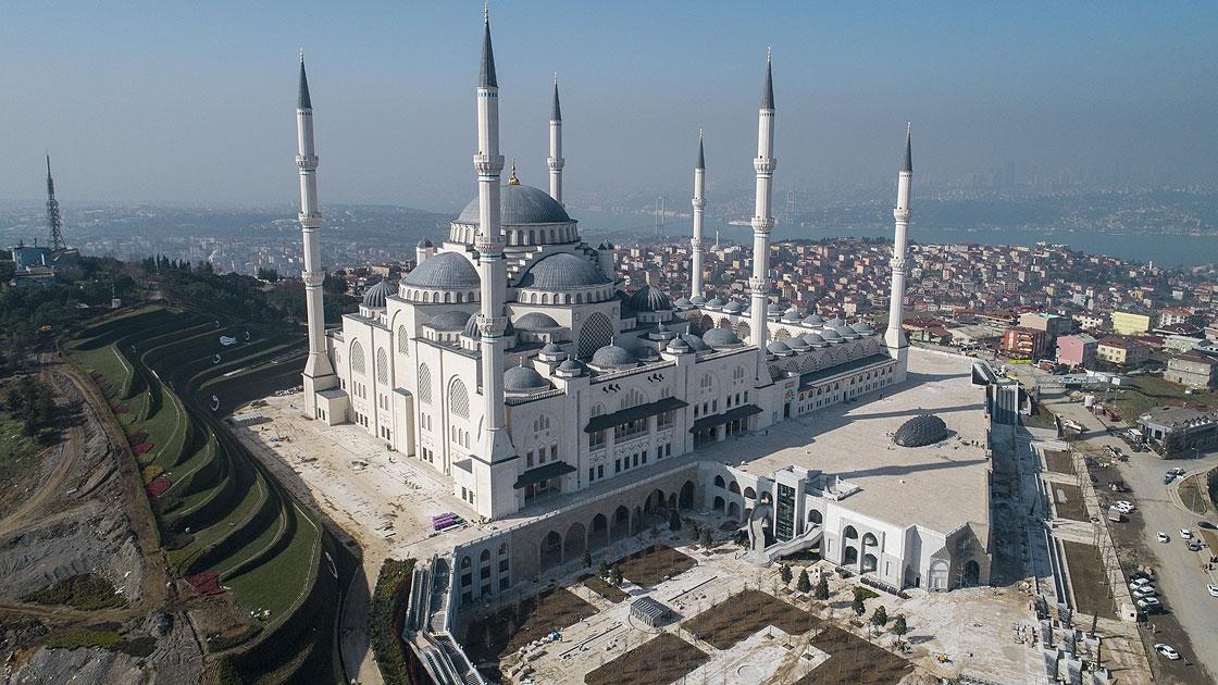 İstanbul'un en büyük camisi 7 Mart'ta kapılarını açacak