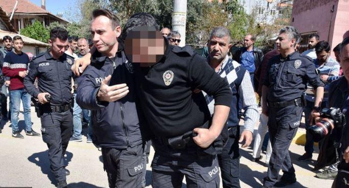 polis bıçaklandı
