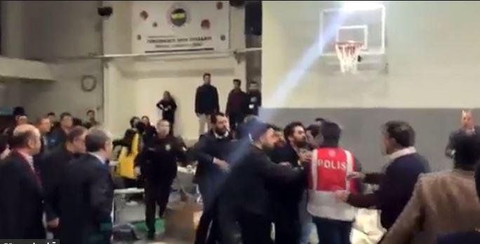 AKP'liler Üsküdar'da polise saldırdı!