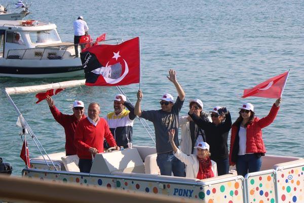 Atatürk'ü temsil ediyor
