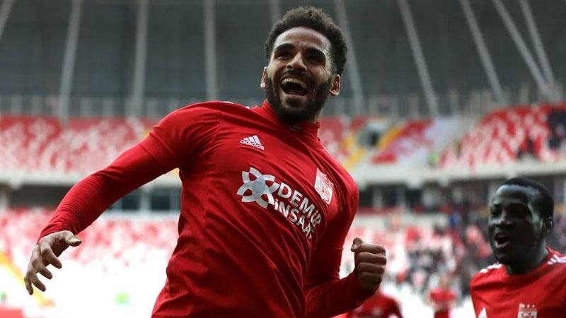 Beşiktaş, Douglas ile 3 yıllık sözleşme imzaladı
