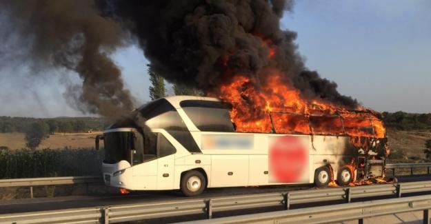 Balıkesir'in ardından Manisa'da da yolcu otobüs 'ü yandı