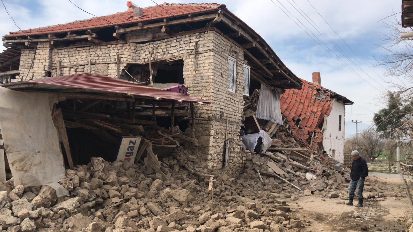 İzmir'deki depremin ardından Denizli'de 6 şiddetinde deprem