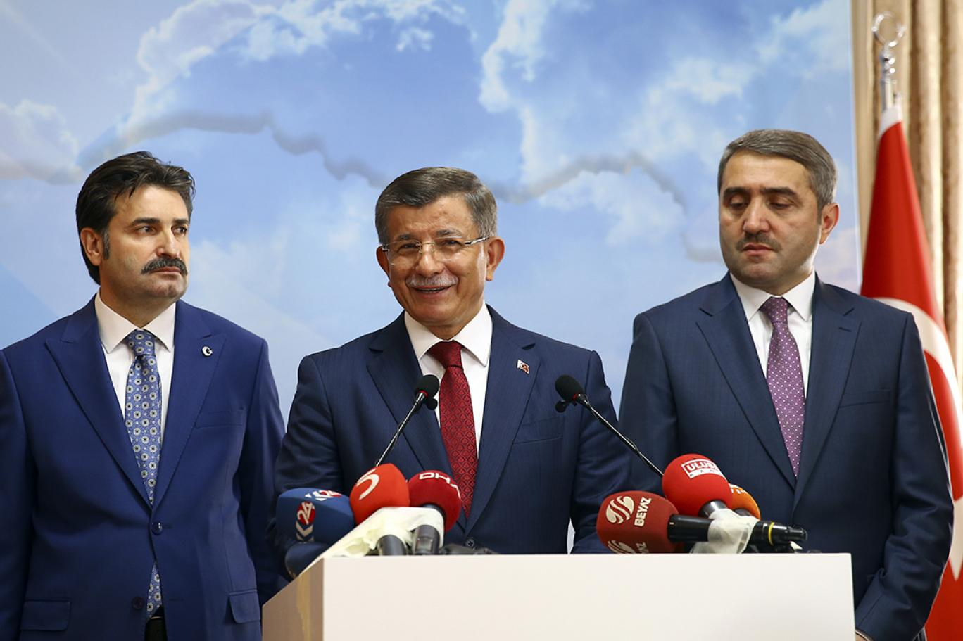 Ak Parti'de, 2 eski milletvekili daha istifa etti