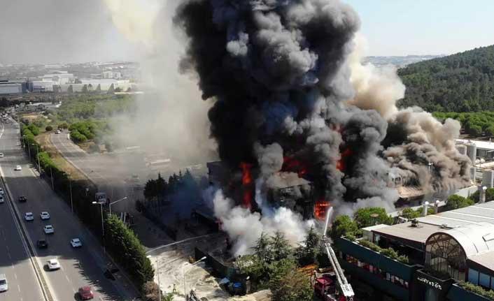 Tuzla'da polyester fabrikasında yangın