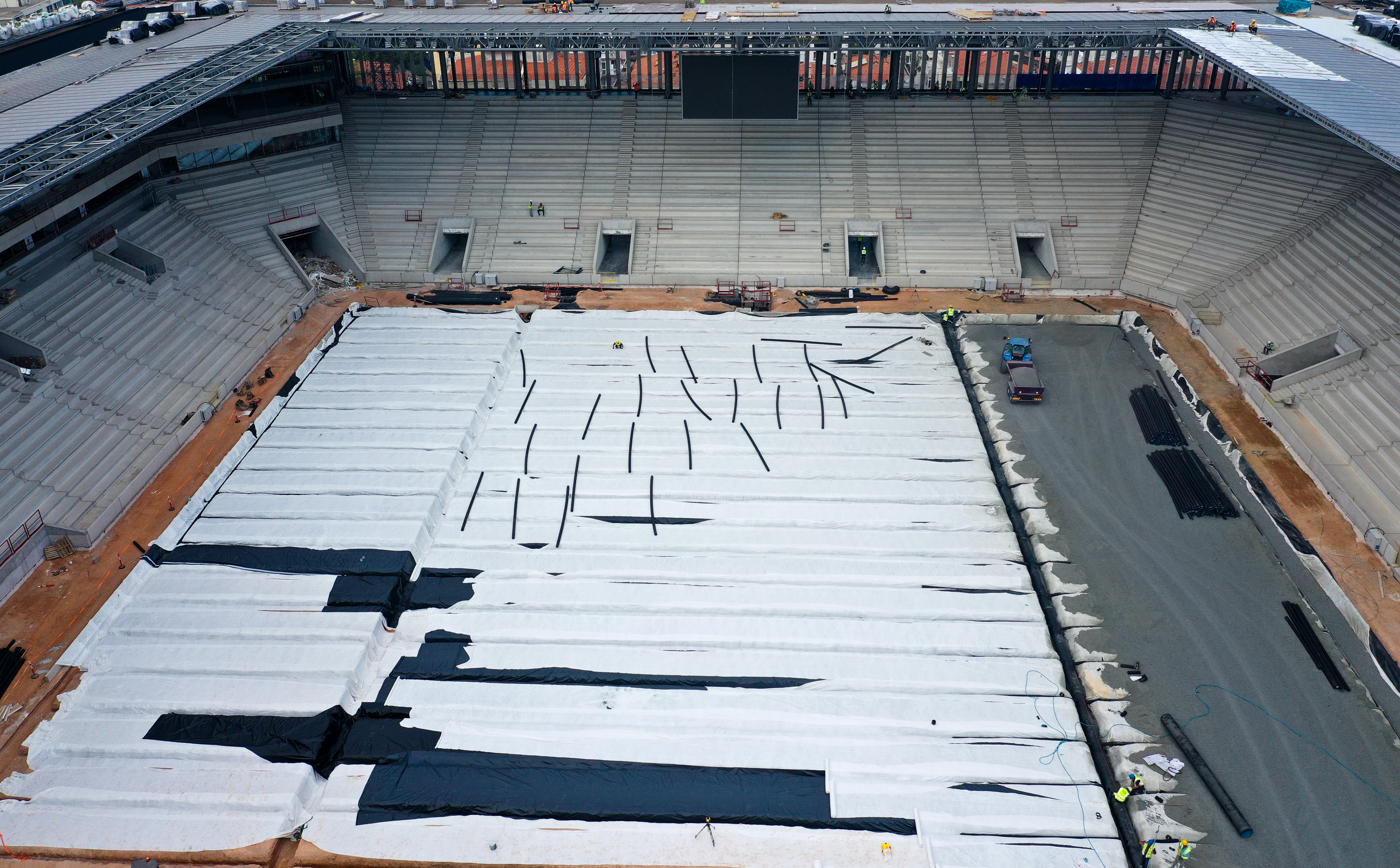 Stadyum inşaatındaki çalışmalar tüm hızıyla devam ediyor.