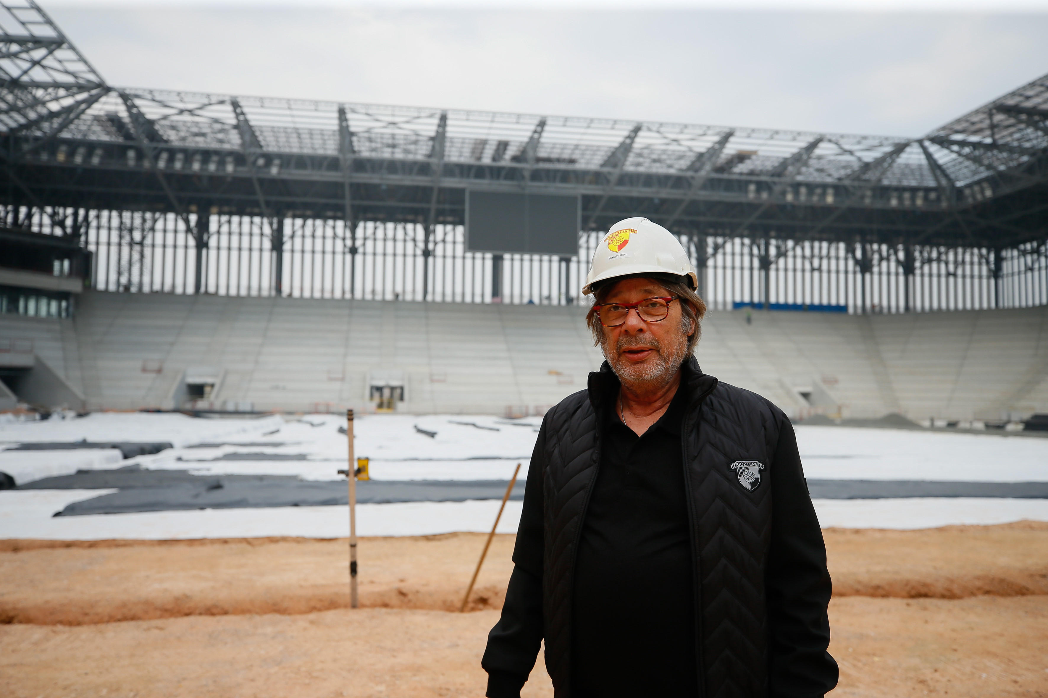 Göztepe'nin yeni stadında sona doğru: İkinci yarıya yetiştirilmeye…