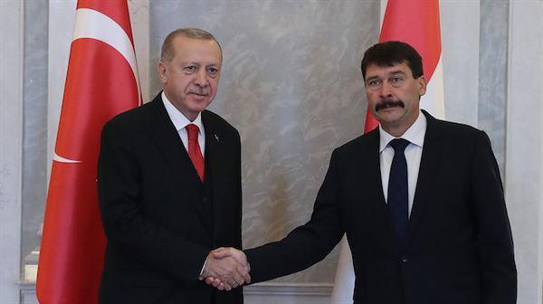 أردوغان يلتقي نظيره المجري في العاصمة بودابست